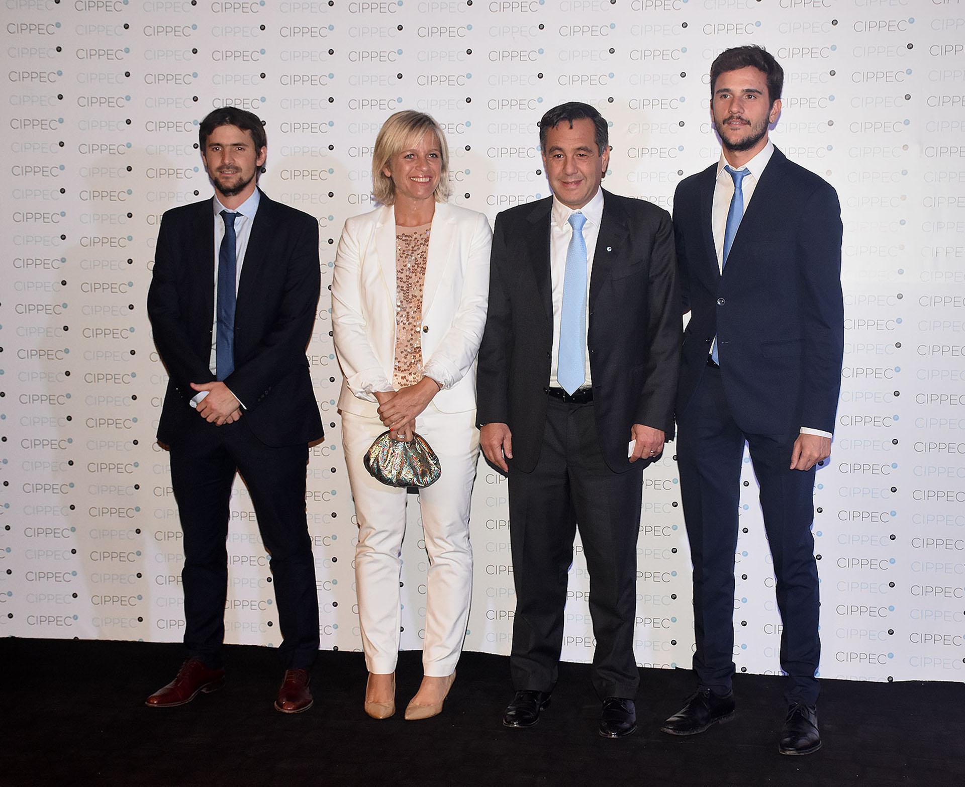 El ministro de Educación, Alejandro Finocchiaro, junto a Pedro Robledo, director ejecutivo del Instituto Nacional de Juventud