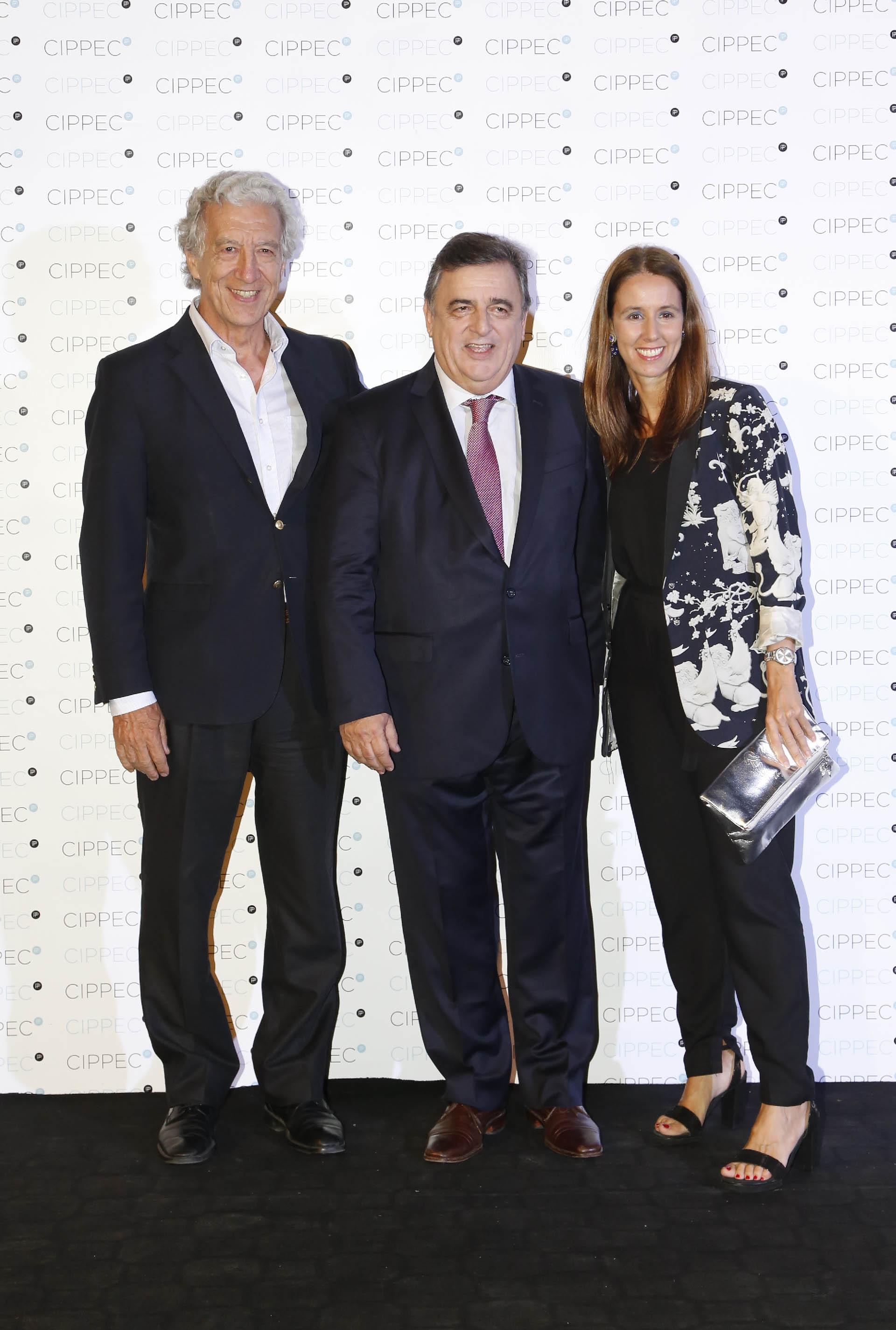 El presidente de la Asociación Empresarial Argentina, Jaime Campos, junto a Mario Negri, presidente del interbloque de diputados de Cambiemos y Lucila Lalanne, RRII Techint