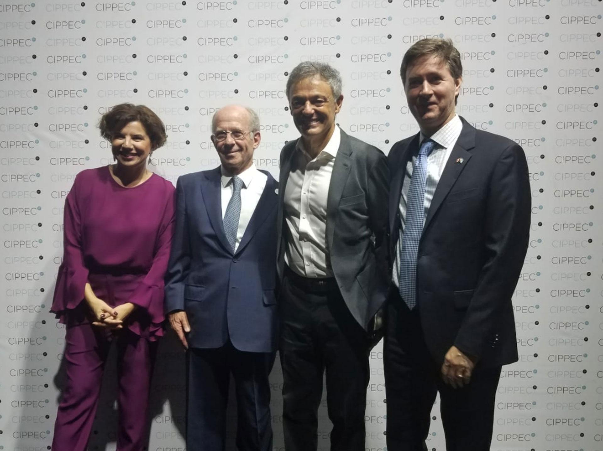 Julia Pomares y Jorge Mandelbaum junto al ministro de Producción, Francisco Cabrera, y al embajador de Canadá en la Argentina, Robert Fry
