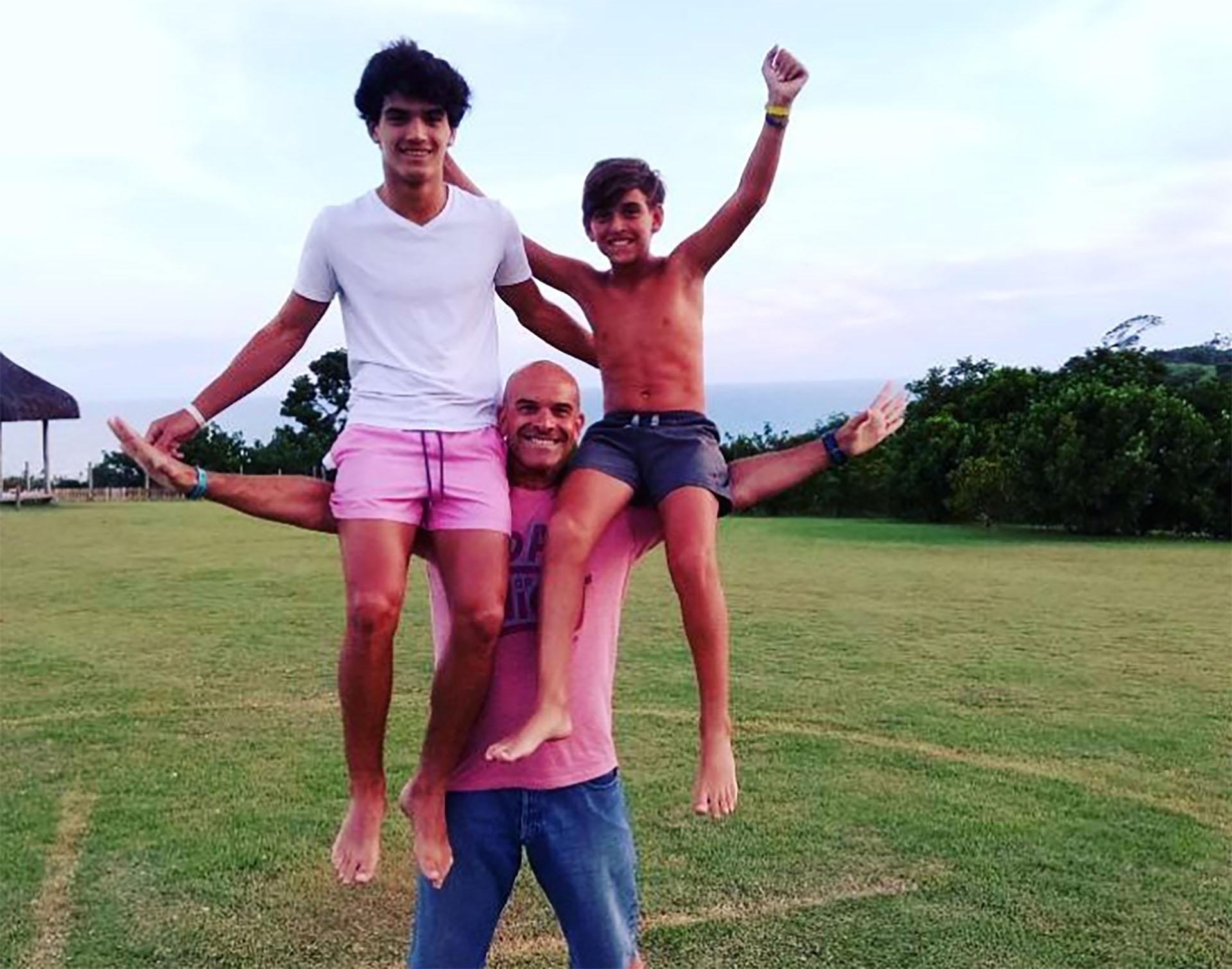 Nacho con sus dos hijos