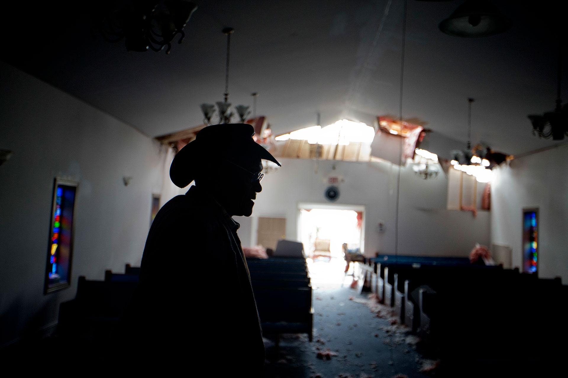 El pastor Lester Woodard, en la mismaiglesia
