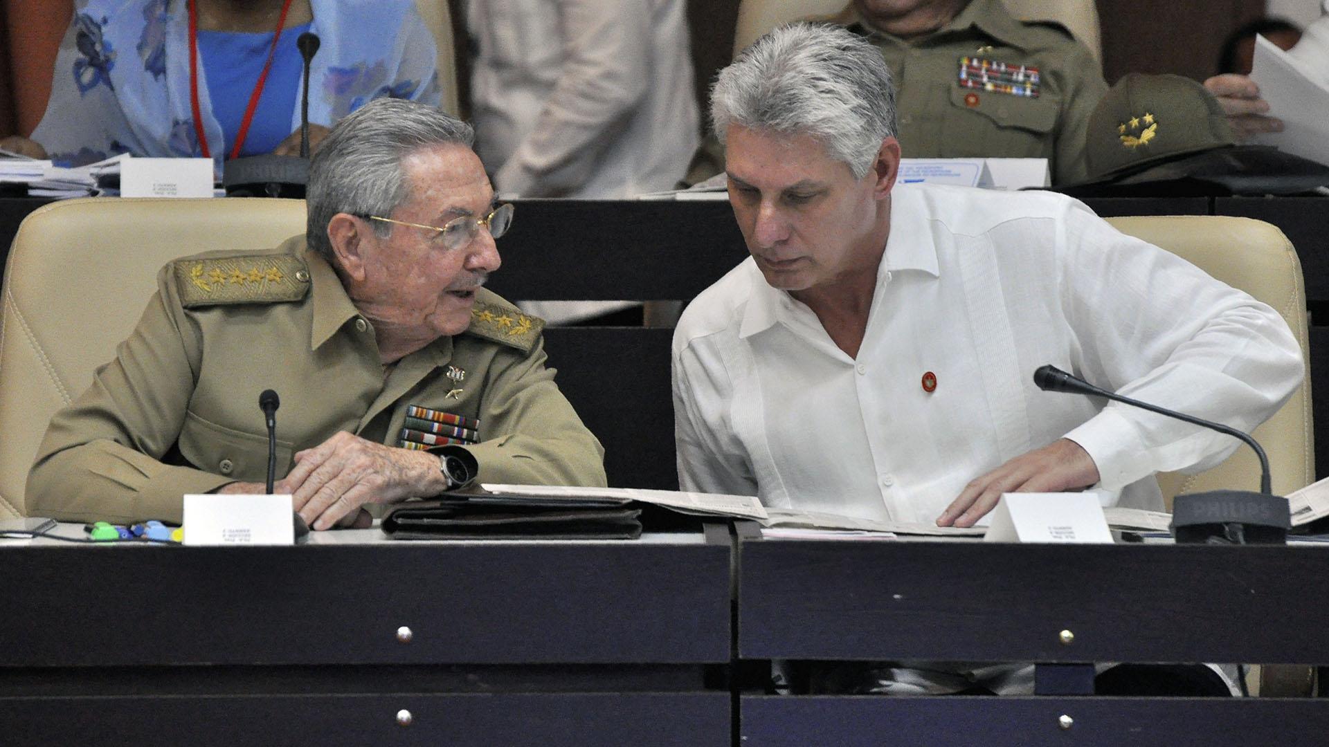 Resultado de imagen para El Gobierno estadounidense anunció este viernes nuevas medidas que limitan a 1.000 dólares por trimestre la cantidad que los cubanos residentes en su territorio pueden enviar a sus familiares en Cuba a través de remesas.