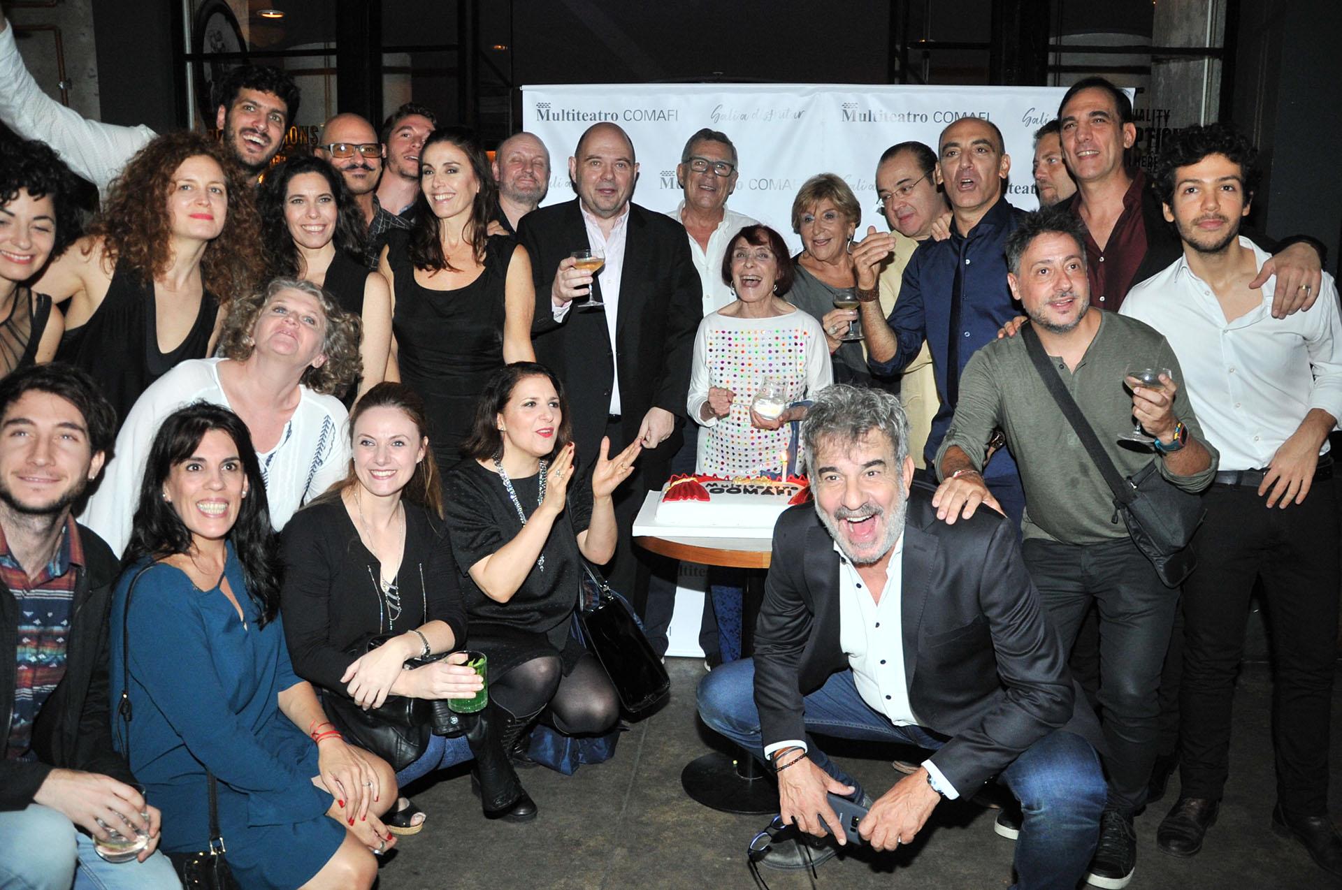 Las figuras celebran el cumpleaños número 17 del Multiteatro Comafi (Teleshow)