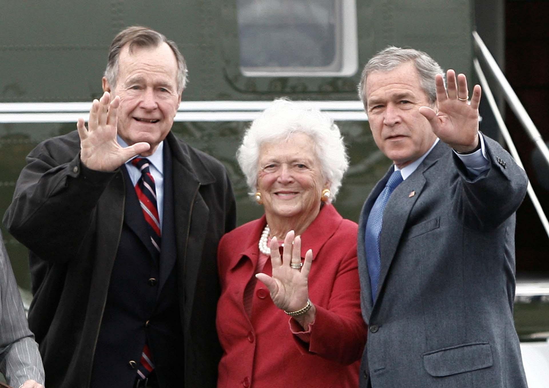 Con su marido y su hijo en 2007 (REUTERS/Jason Reed)