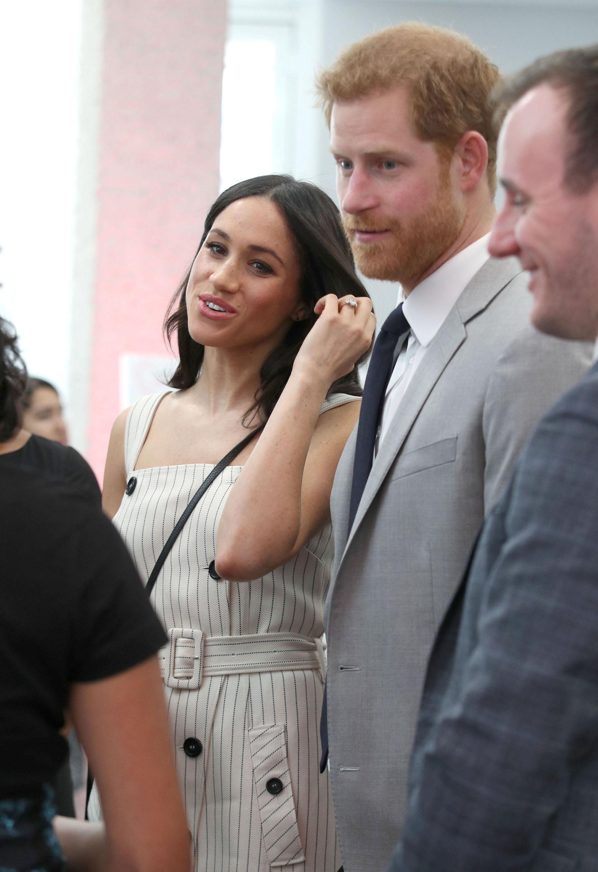 Para la ocasión, la futura esposa brilló con un vestido de Altuzarra, que combinó con una chaqueta de Camilla and Marc