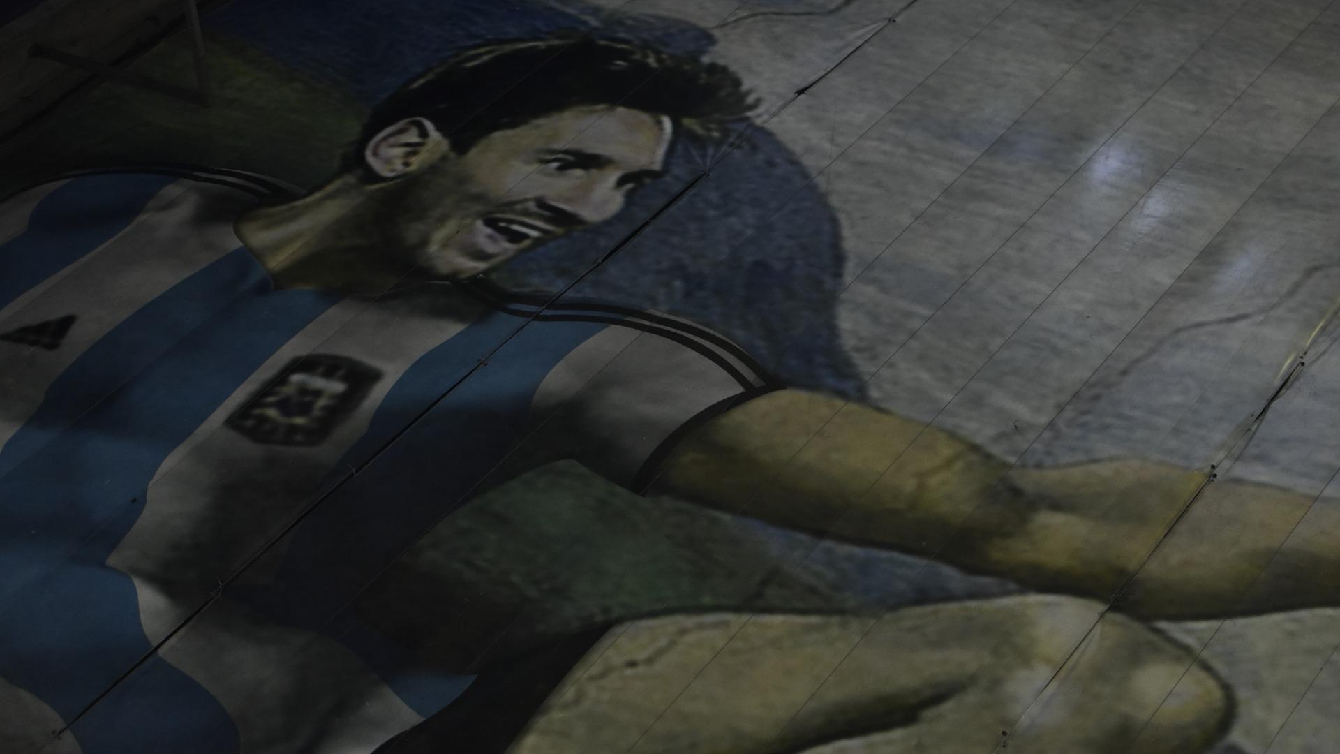 """Messi, en el rol de Adán, en la comparación con """"La Creación"""" original (Foto: Adrián Escandar)"""