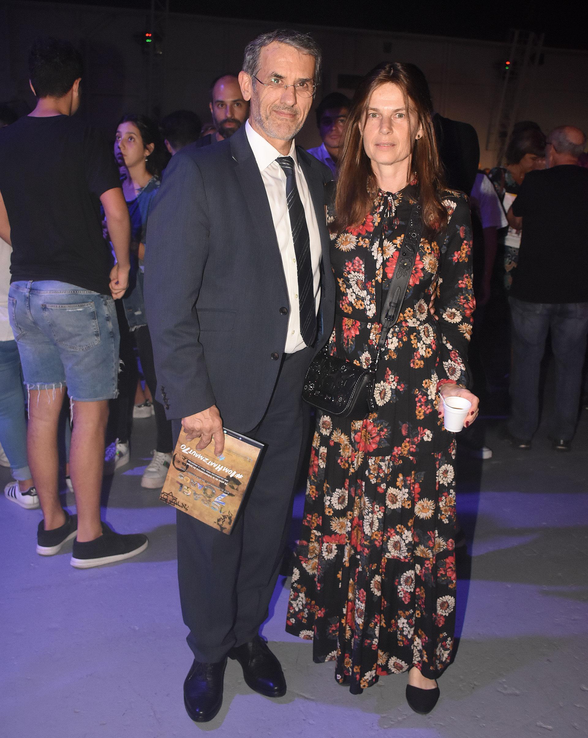 El presidente de la AMIA, Agustín Zbar, y su mujer