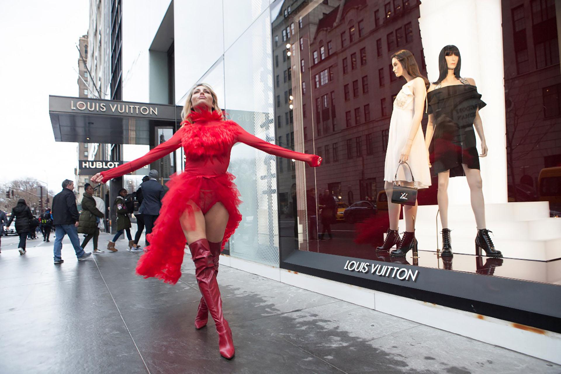 Vicky Xipolitakis hizo una producción en las calles de Nueva York. Desde el año pasado, se instaló en los Estados Unidos con su esposo Javier Naselli (Revista Caras)