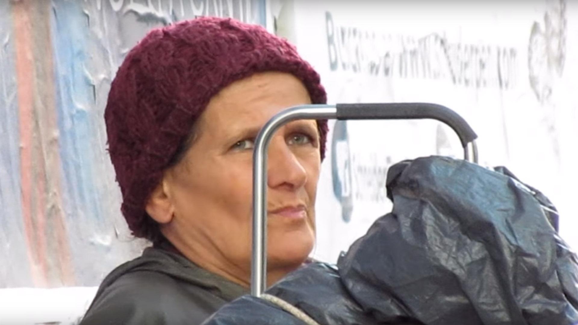 Marcela Basteri, la supuesta madre de Luis Miguel, apareció mendigando por las calles de Buenos Aires. Su última aparición había sido en un recital del artista en el Luna Park en 1985