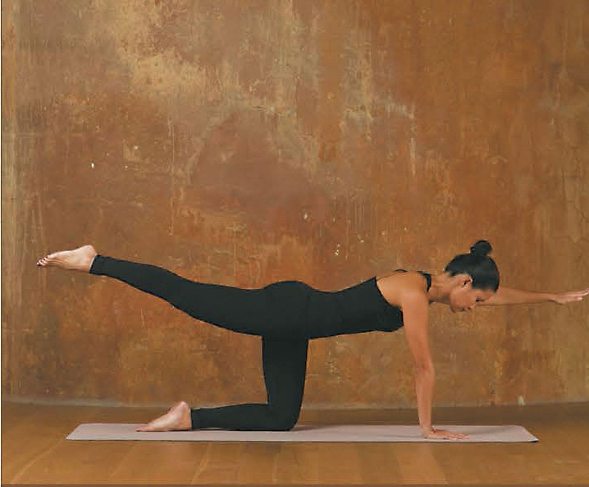 3. Ponete sobre manos y rodillas como la postura de gato.