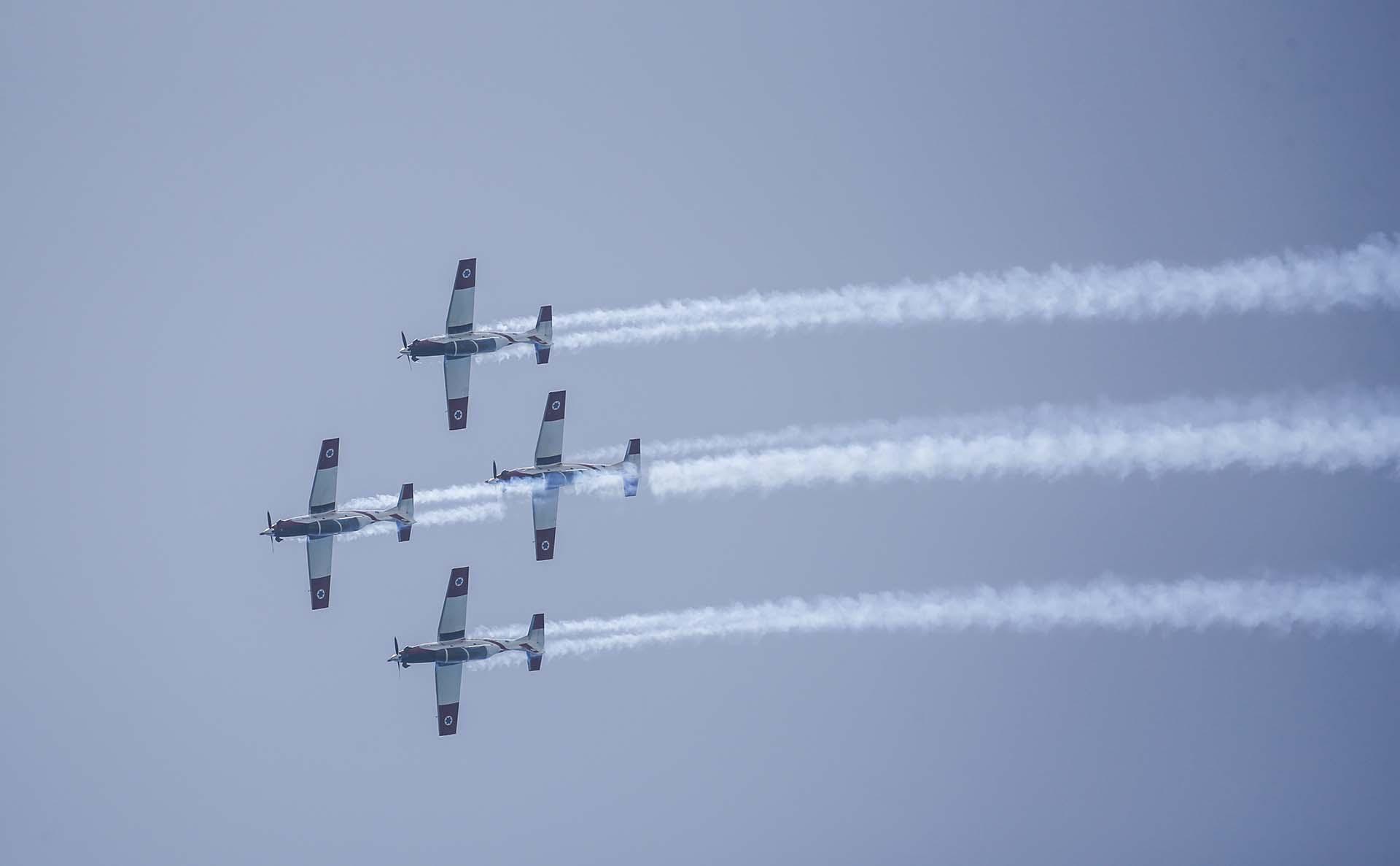 Aviones T-6 Texan II también participaron del espectáculo (AFP)