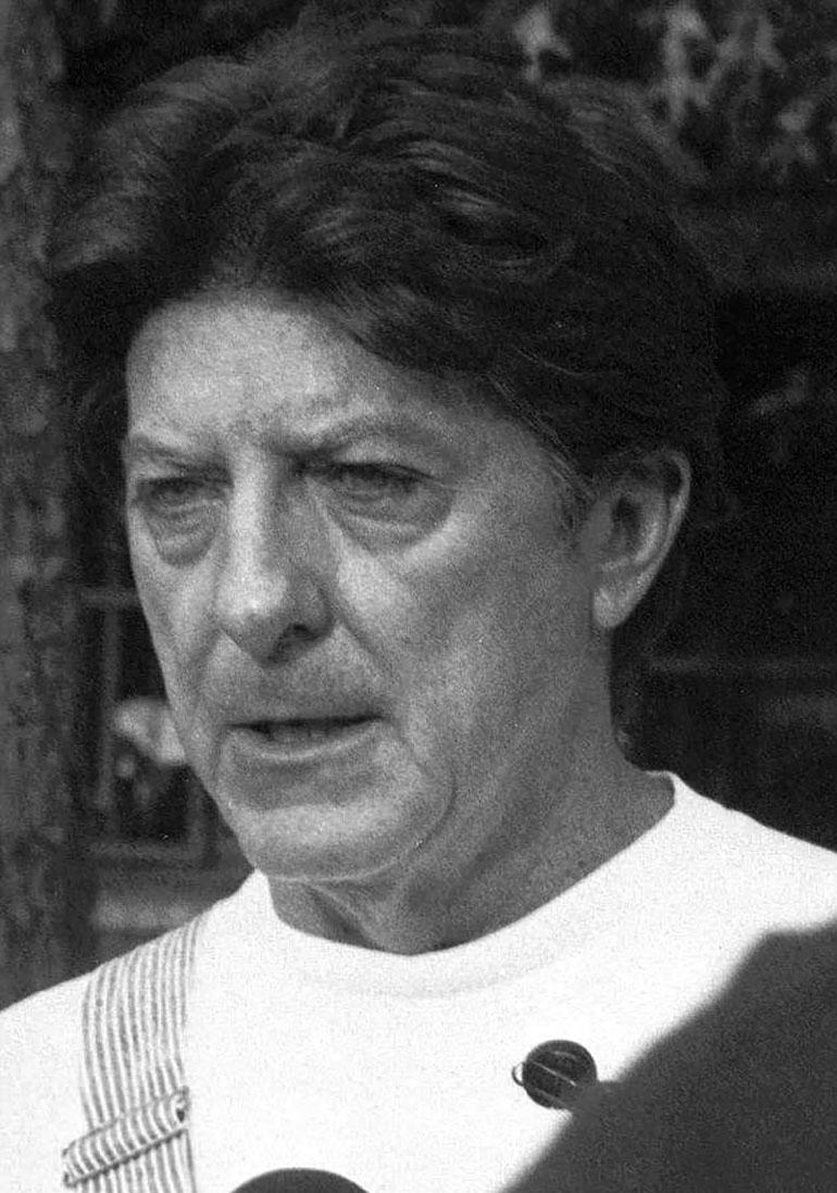 Walter Moody ante los periodistas, cuando aún estaba libre hace 23 años. Insistó hasta último minuto en que era víctima de una conspiración estatal para incriminarlo por los homicidios