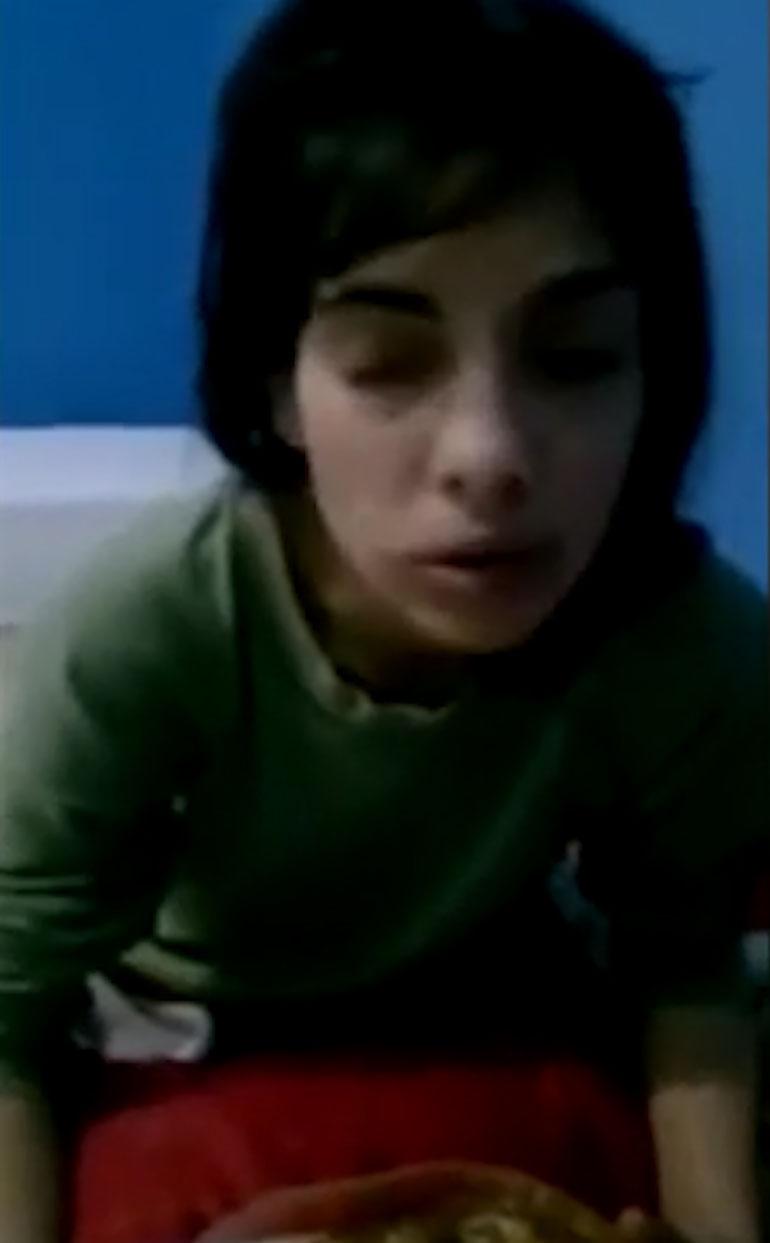 Paula en el momento que fue atada por su madre