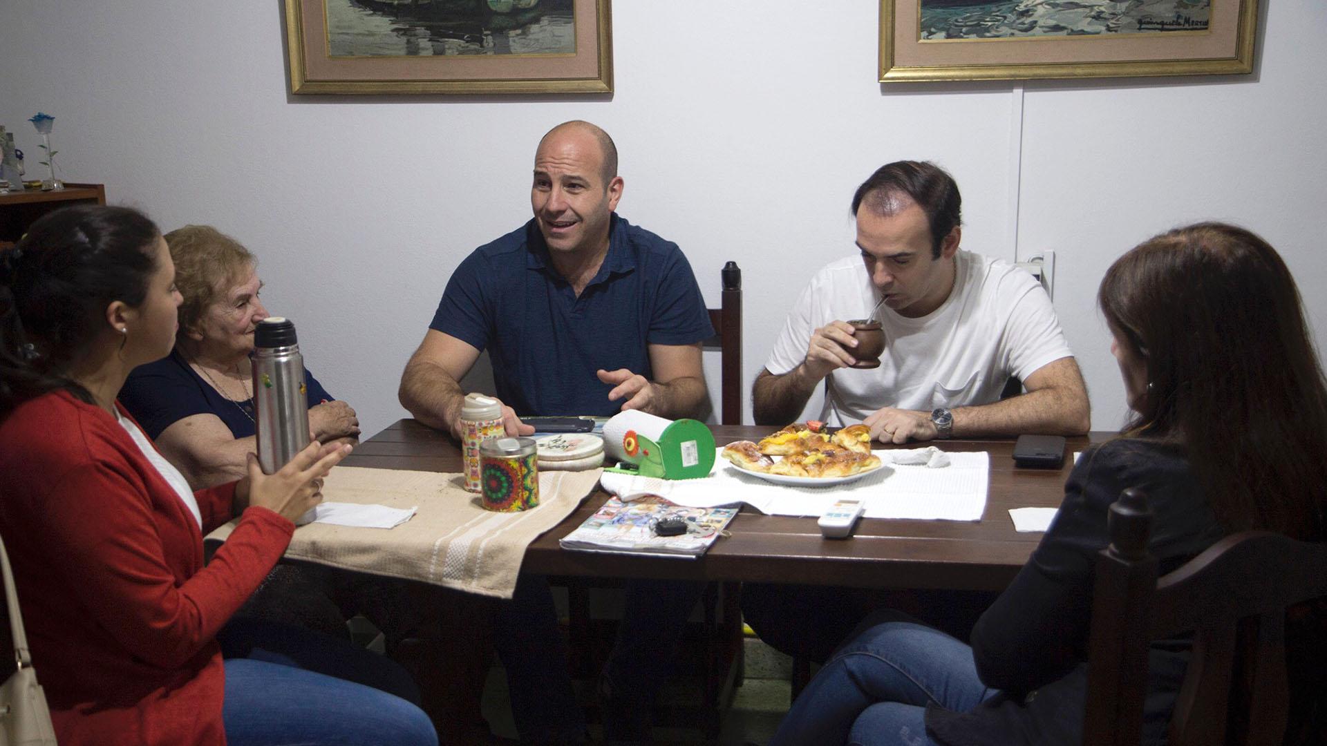 El Secretario General del PRO, Francisco Quintana, timbreó en Quilmes junto con el Intendente local, Martiniano Molina, Piter Robledo y la Presidente de la Juventud del PRO en provincia de Buenos Aires, Verónica Barbieri