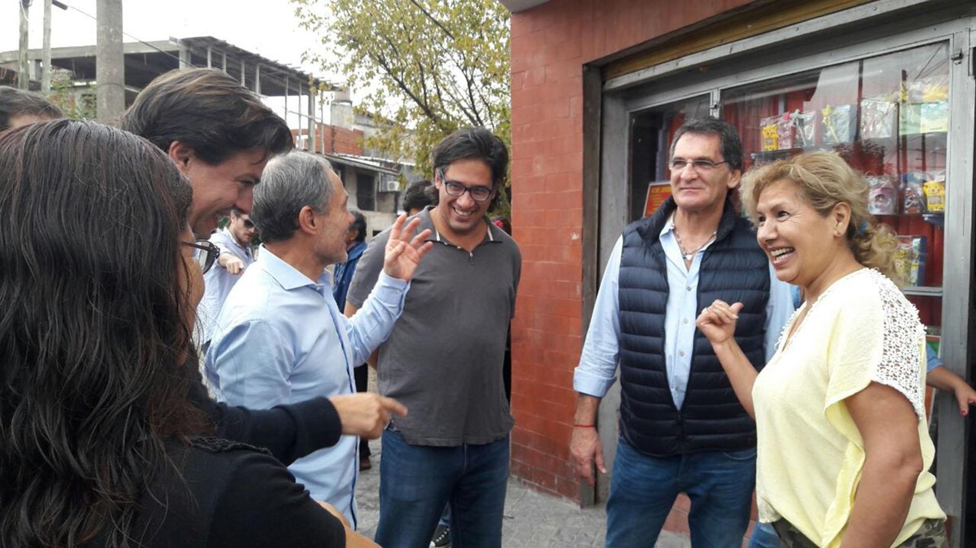 El ministro de Justicia, Germán Garavano, y el secretario de Derechos Humanos, Claudio Avruj, en Lomas de Zamora. Los acompañaron Gustavo Ferrari (ministro de Justicia de la provincia); Martín Casares (jefe de Gabinete del Ministerio de Justicia); y Gabriel Mercuri (concejal)