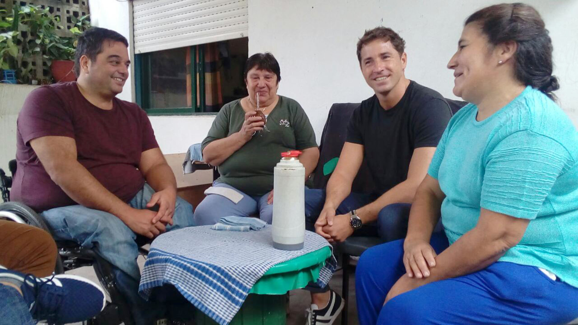 El Ministro de Trabajo, Jorge Triaca, y el referente local de Esteban Echeverría, Evert Van Tooren, recorrieron la localidad de Luis Guillón