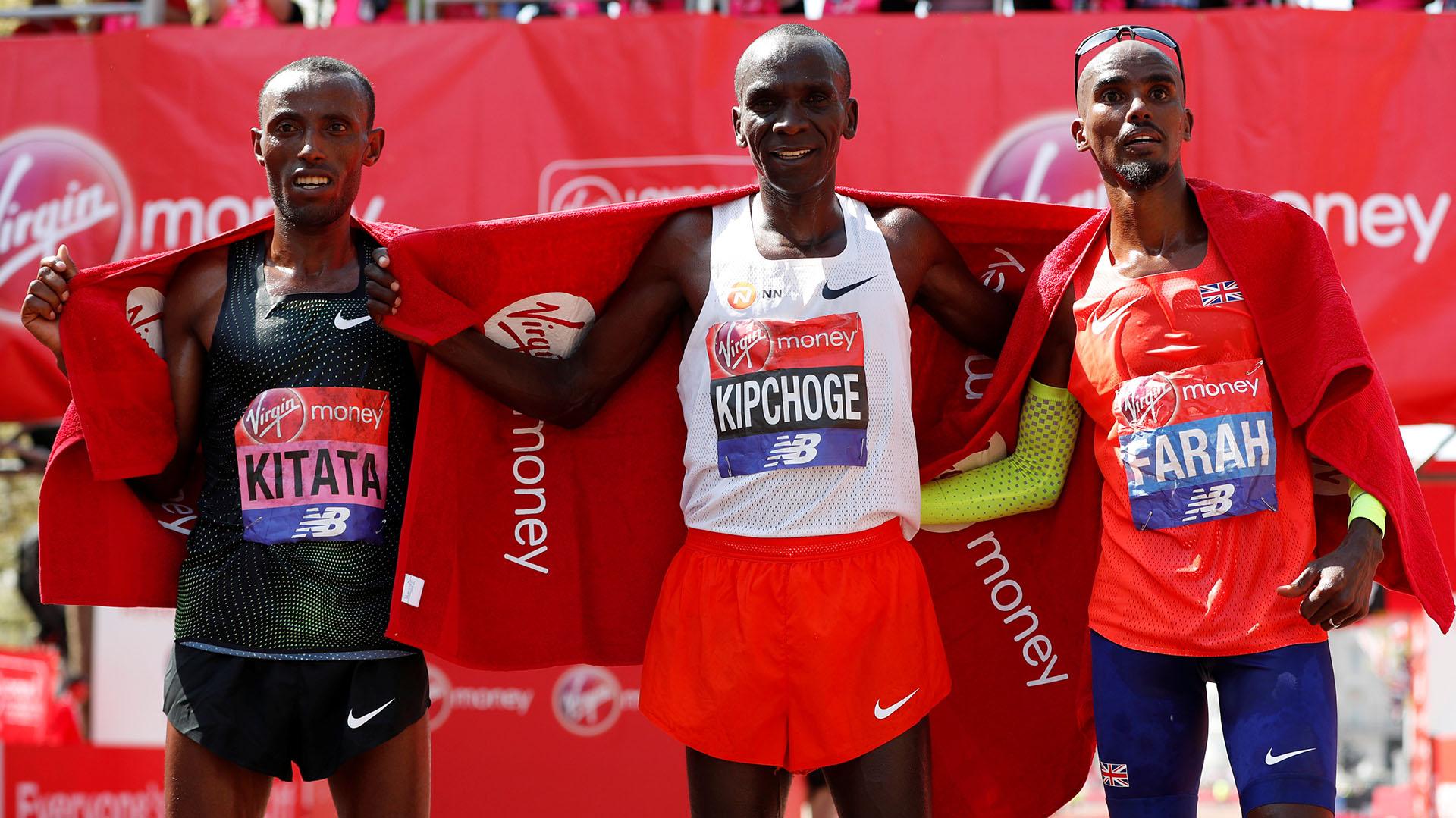 Eliud Kipchoge se llevó su tercera victoria en Londres en los últimos cuatro años por delante de Kitata y del ídolo local, Farah