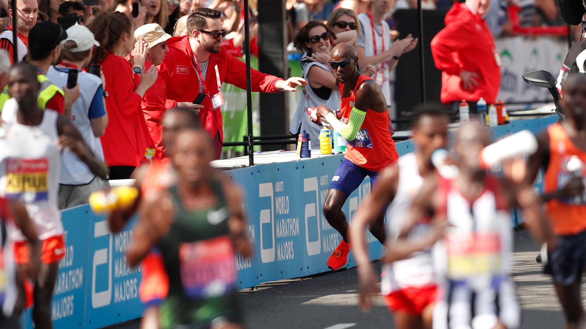 El africano completó el recorrido en 2h 04:16 y celebró su tercera victoria en los últimos cuatro años en las calles de la capital británica