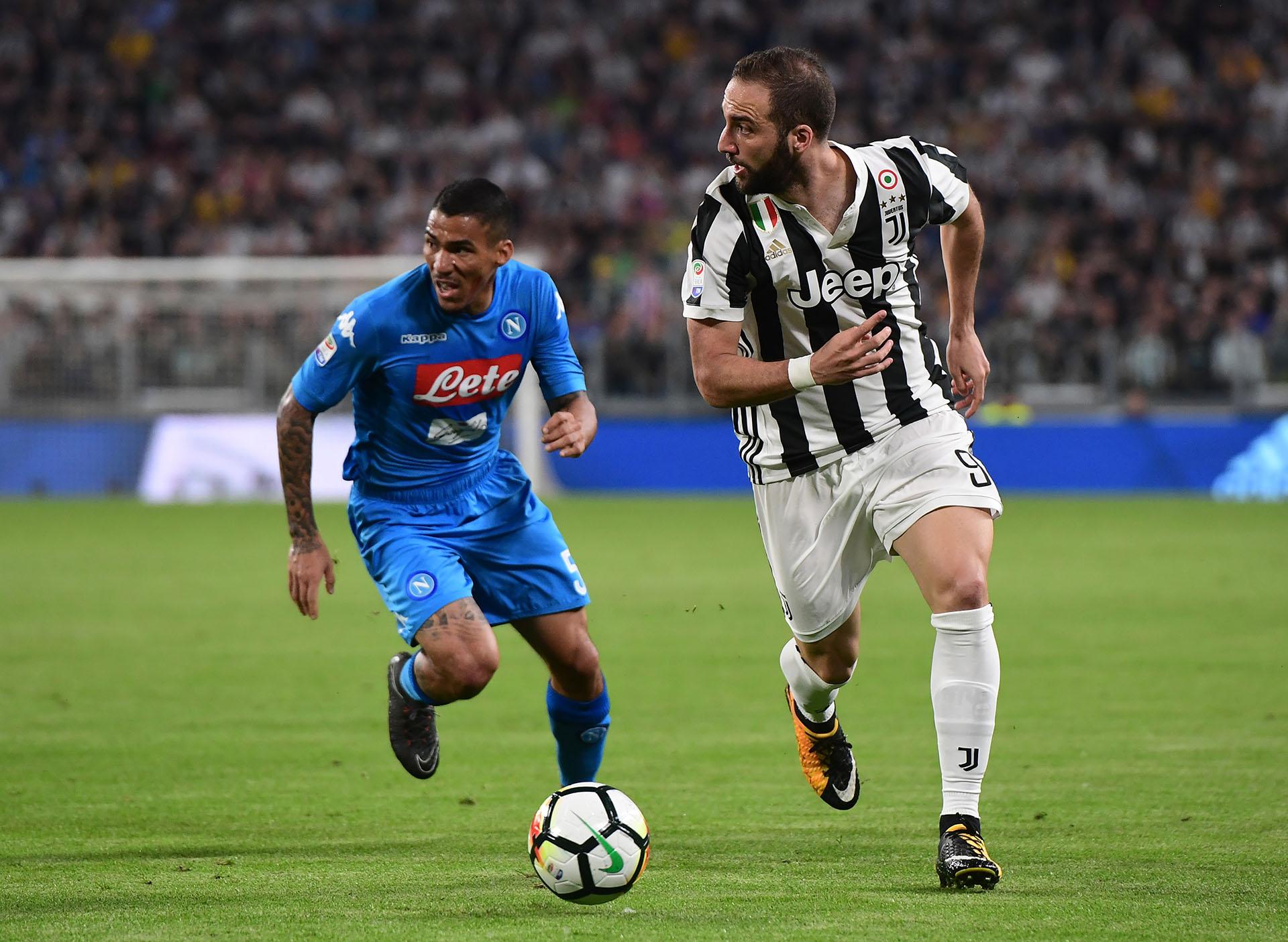 Higuaín, ex jugador del Napoli, es titular en la Juventus (AFP)