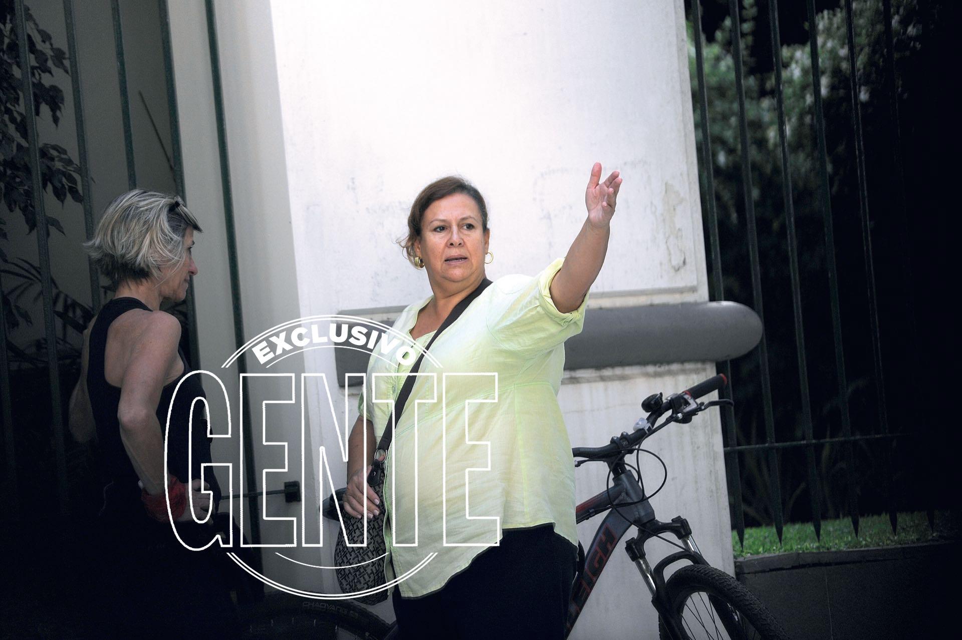 María Isabel Santos Caballero, la viuda de Pablo Escobar pasea por Palermo a días de presentarse en la justicia, habla con los vecinos de Palermo (Enrique García Medina/GENTE)