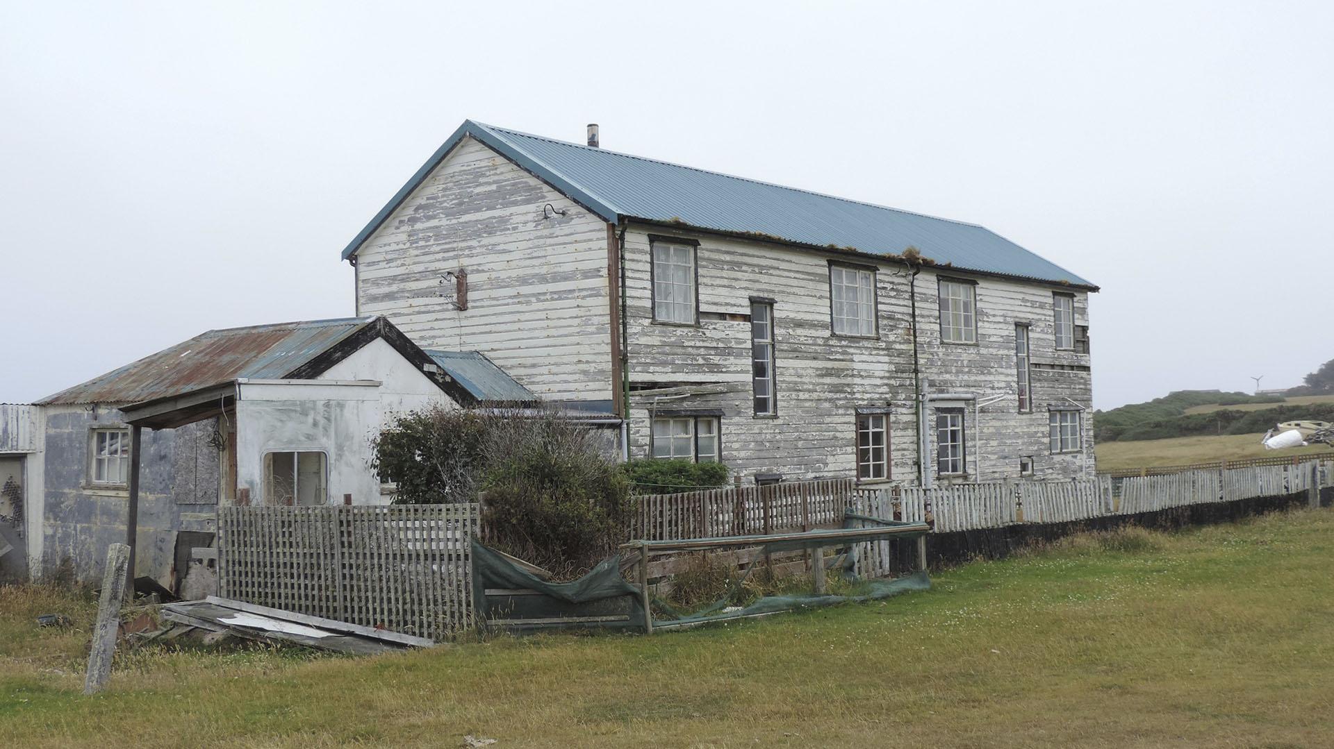 Los camps en Malvinas desarrollaron una actividad agraria -basada originalmente en la cría y esquila de ovejas- y permitieron de a poco el autoabastecimiento de los alimentos.