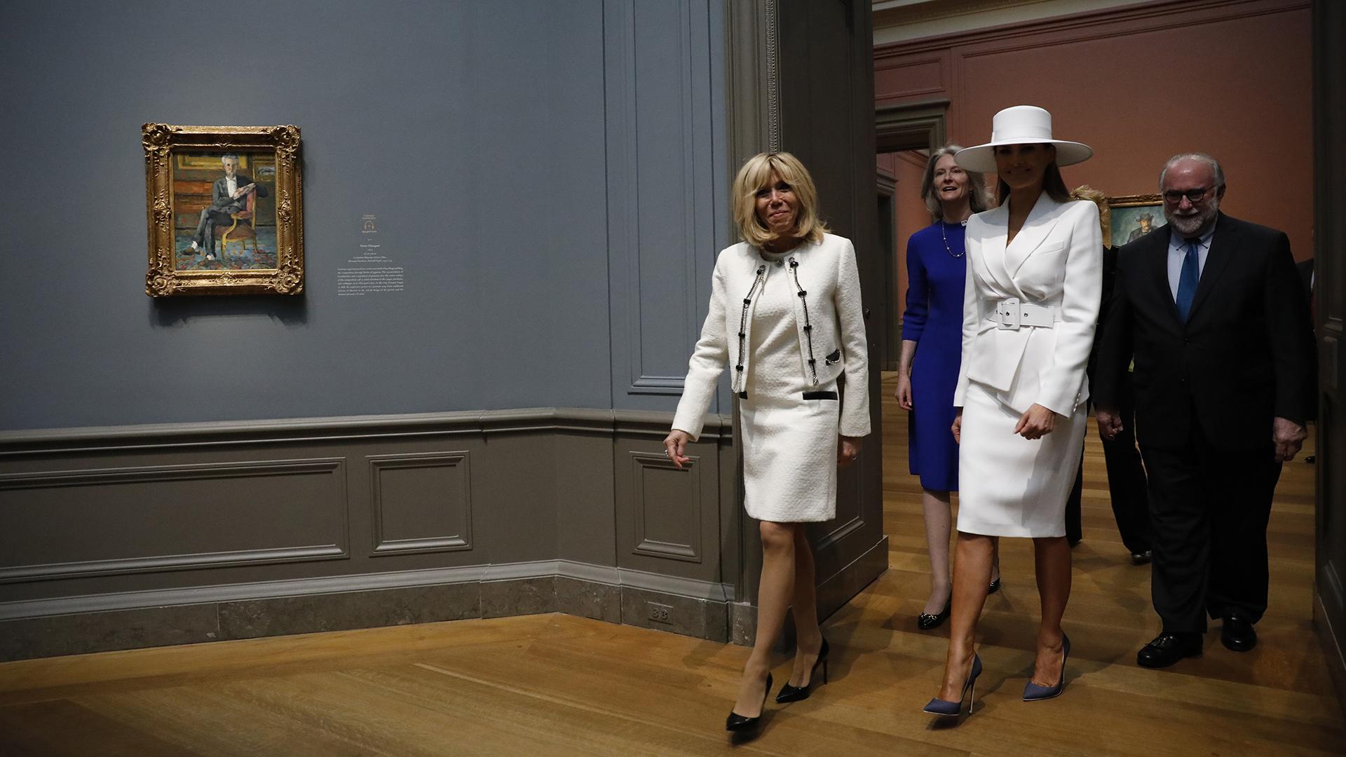 La primera dama francesa-Brigitte Macron y Melania Trump- en la Casa Blanca, ambas con un look de pies a cabeza en total white.