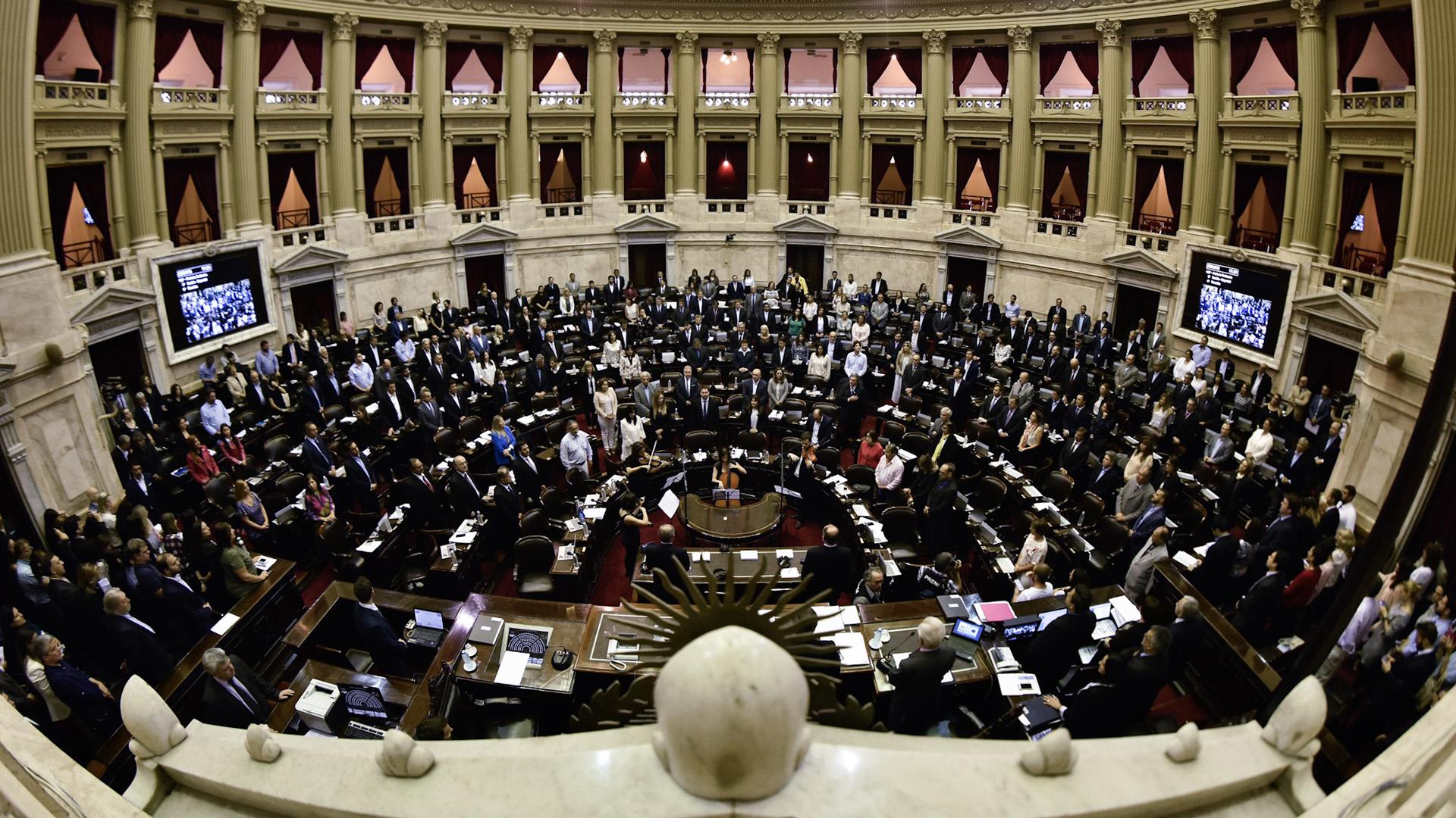 Los diputados trataron proyectos para frenar los aumentos de tarifas dispuestos por el Gobierno