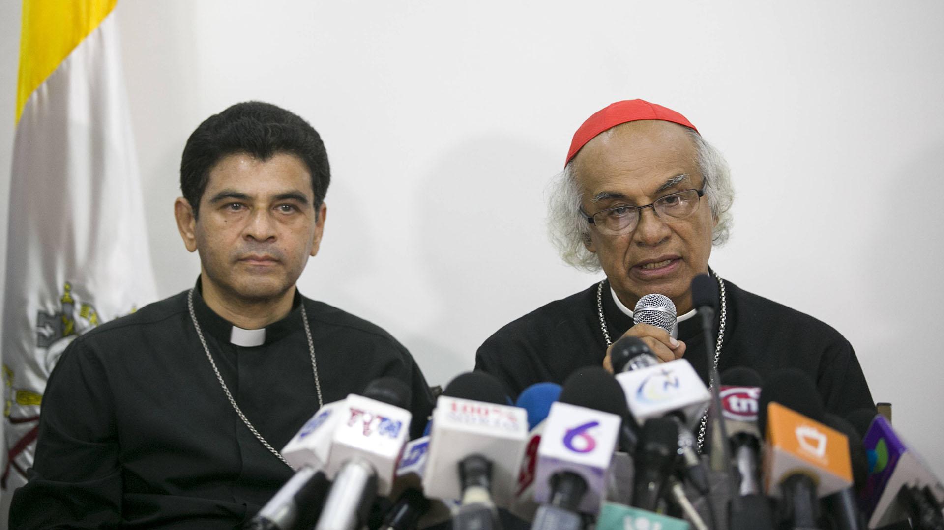 El cardenal de Nicaragua, Leopoldo Brenes, habla en una conferencia de prensa junto al obispo de la ciudad de Matagalpa, Rolando Álvarez (EFE)
