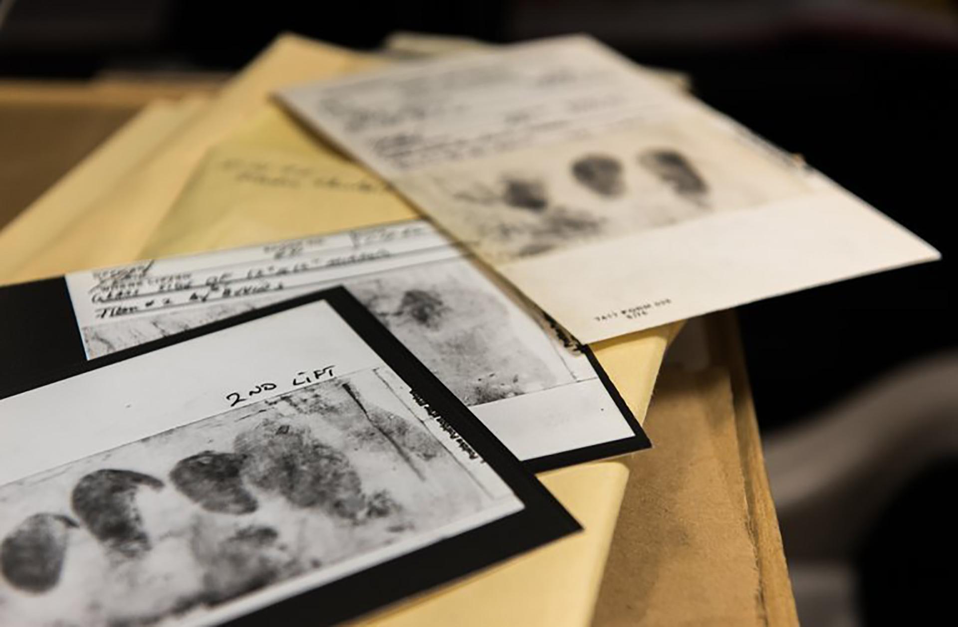 Las huellas digitales que Joseph DeAngelo debaja en las escenas de los crímenes nunca pudieron ser cotejadas. Tampoco los rastros de ADN, que ahora sí serán comparados como pruebas finales (FBI)