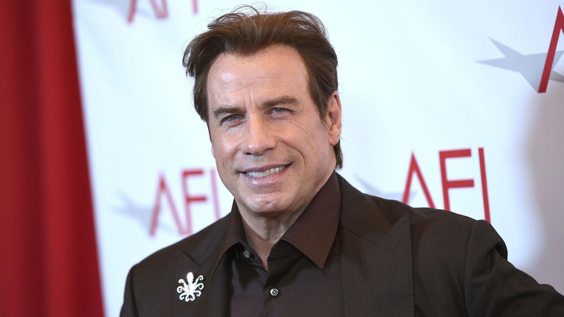 John Travolta mostró en sus redes sociales que comenzó el nuevo año con la cabeza rapada (AP)