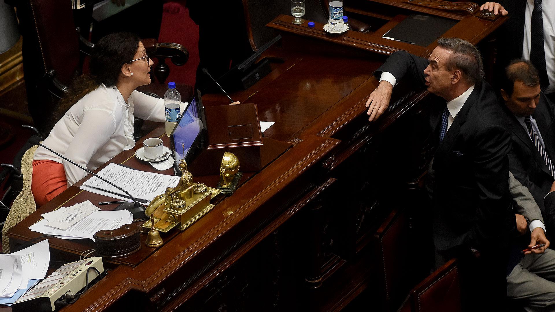 La controversia porlas comisiones enfrentó a Gabriela Michetti y Miguel Pichetto (Nicolás Stulberg)