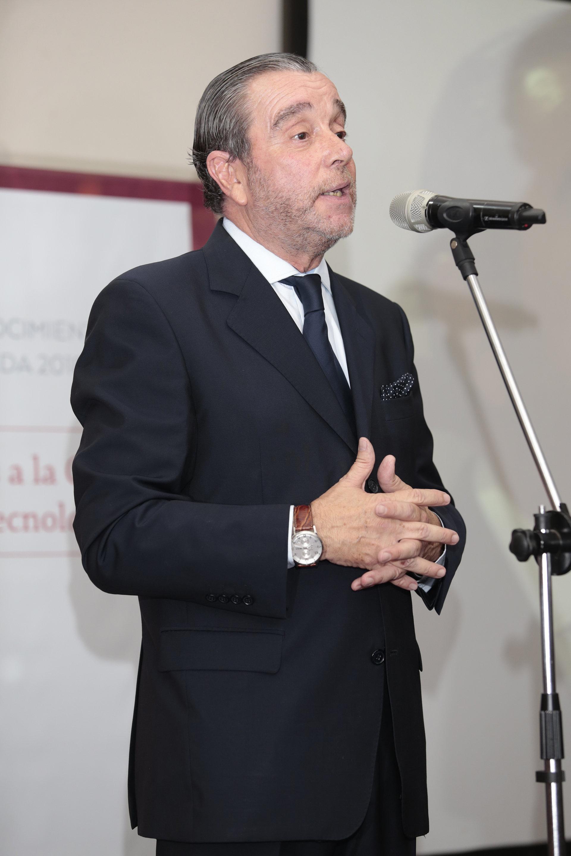 El director de la revista DEF durante su discurso, Gustavo Gorriz