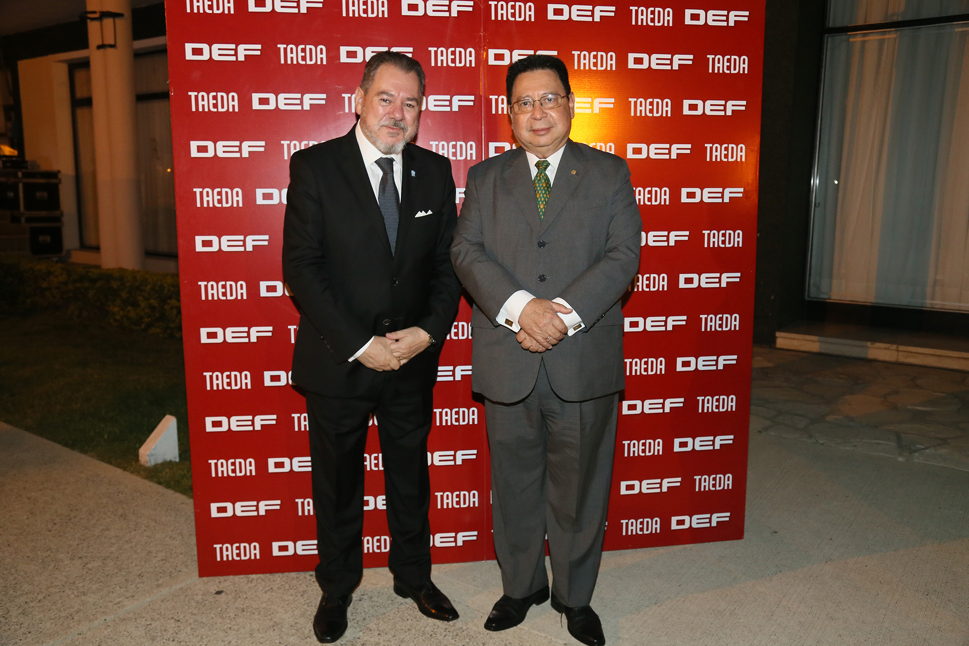 Mario Montoto junto al embajador de la República del Paraguay, Julio César Vera Cáceres