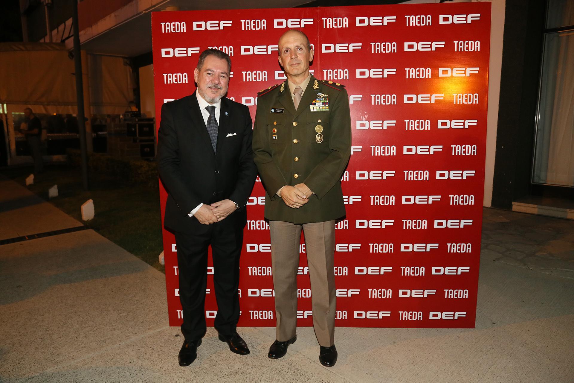 Mario Montoto junto al Jefe del Ejército,Claudio Pasqualini