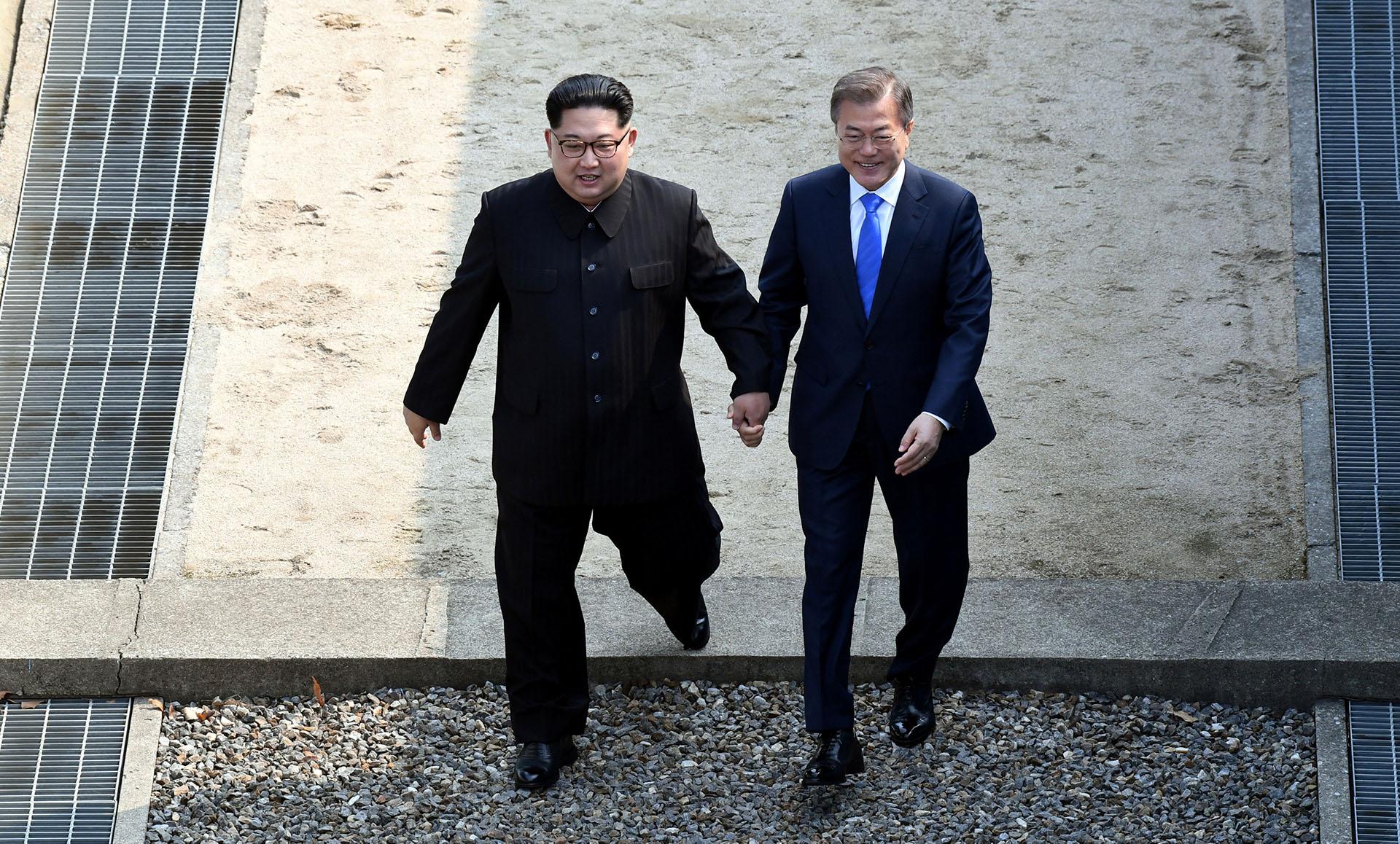 Moon Jae-in junto a Kim Jong-un (Reuters)