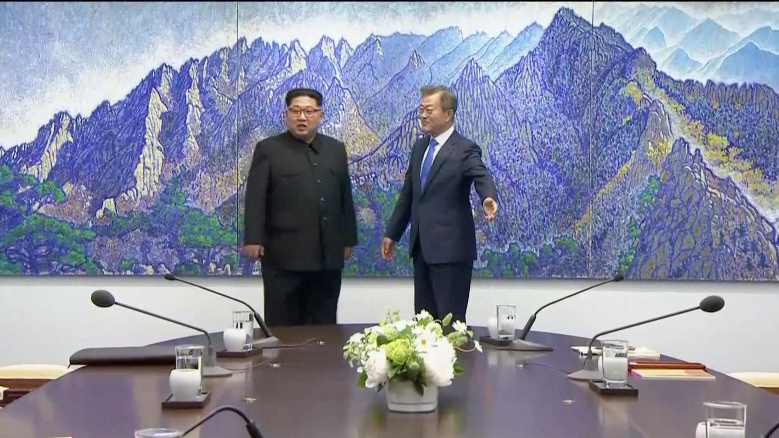 Momento en el los dos líderes se reúnen.
