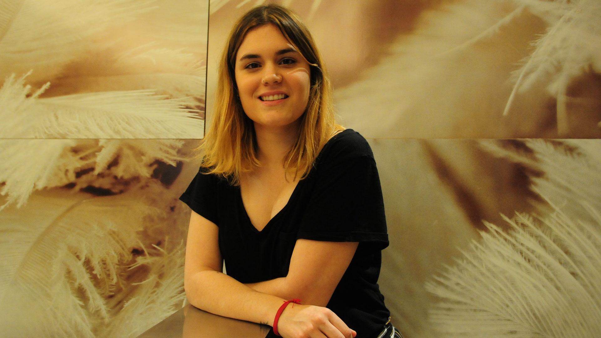 """Elvira Sastre: """"La poesía es fundamental en momentos de desolación, de  guerra, de malas noticias"""" - Infobae"""