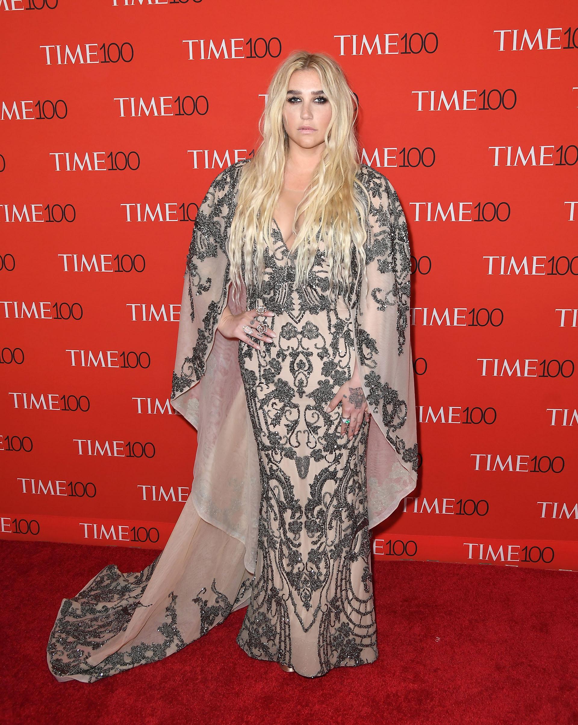 Kesha con un diseño nude, íntegramente bordado en canutillos