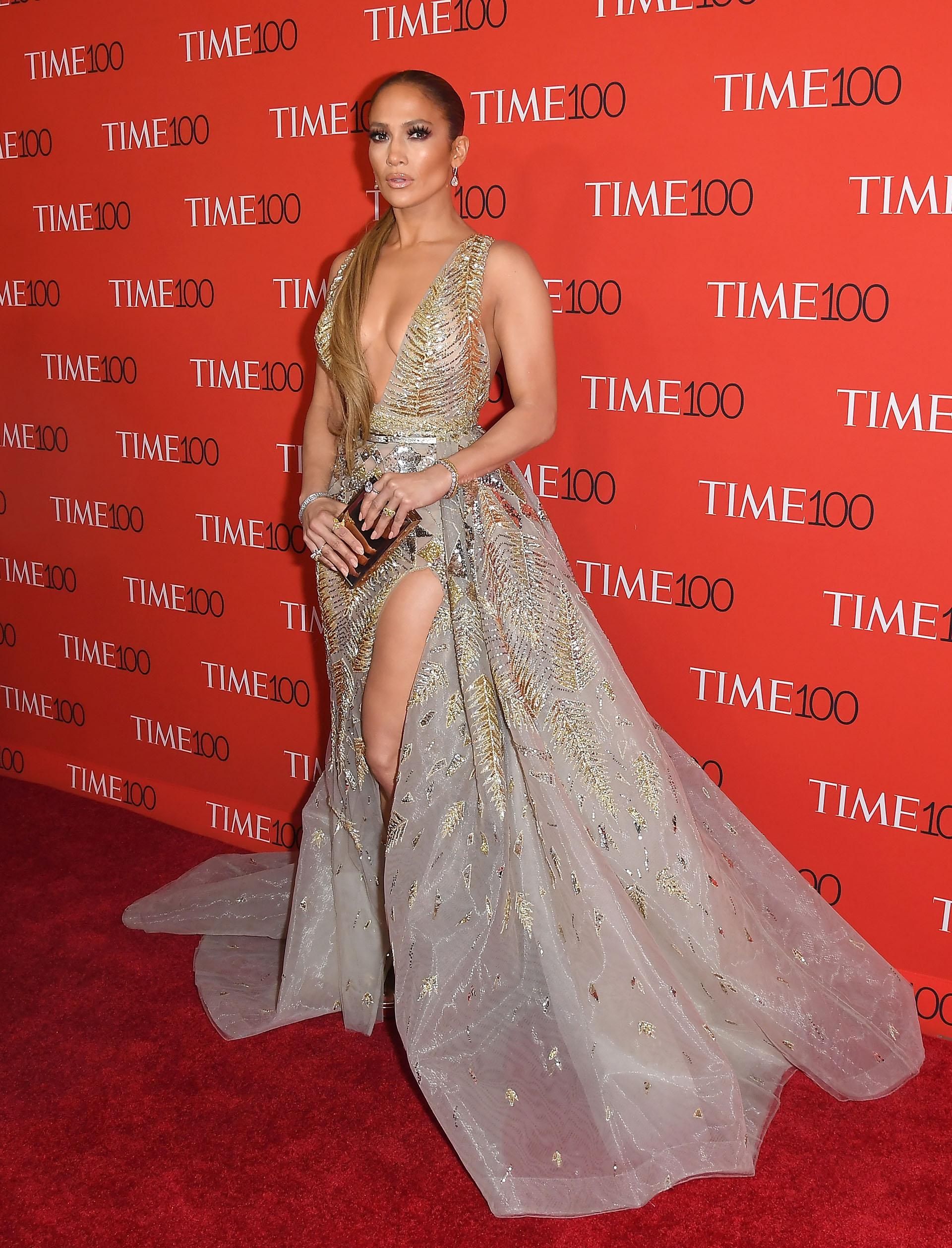 Jennifer Lopez acaparó todos los flashes de la prensa internacional con este fabuloso y provocador vestido a su llegada al Lincoln Center