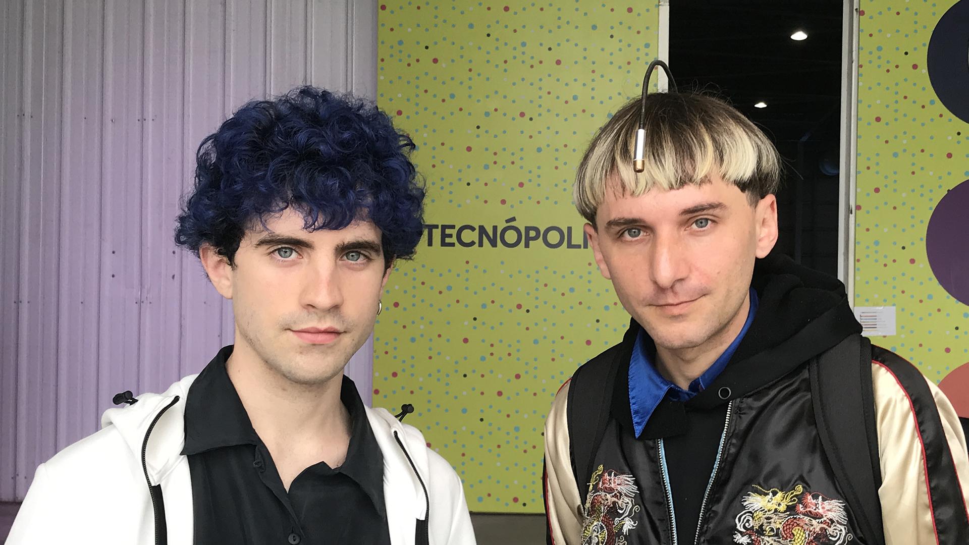 Neil Harbisson junto a a Manel Muñoz, creadores de la Transpecies Society