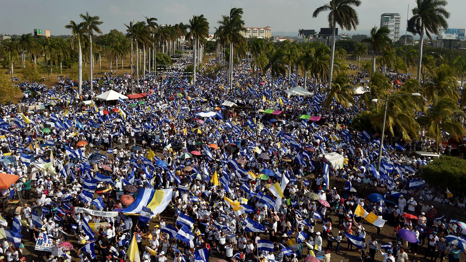 Miles de personas marcharon en Managua contra Ortega (AFP)