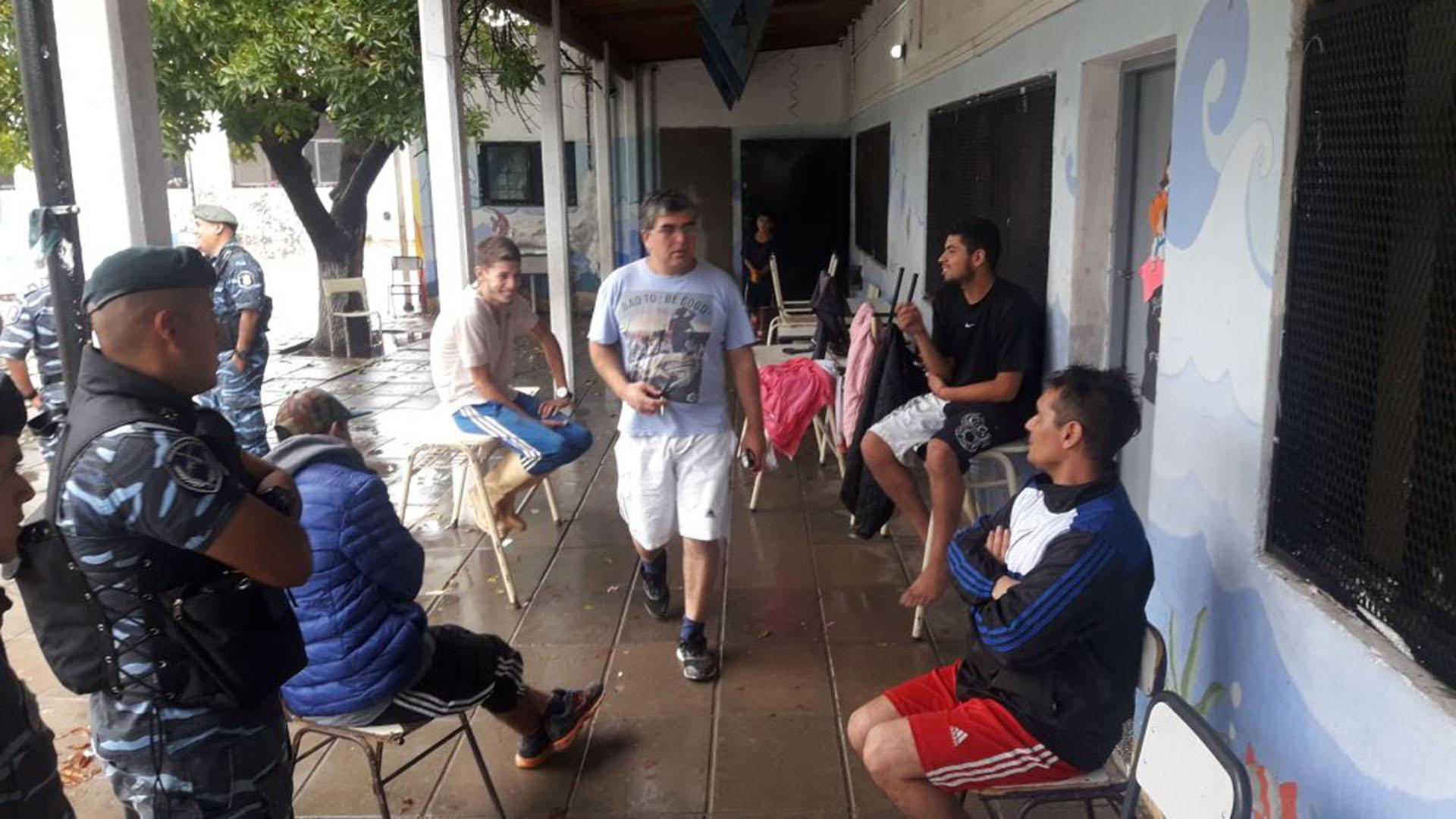 El temporal afectó la Ciudad y a 15 distritos de la provincia de Buenos Aires: 1146 personas fueron evacuadas y dos personas murieron electrocutadas