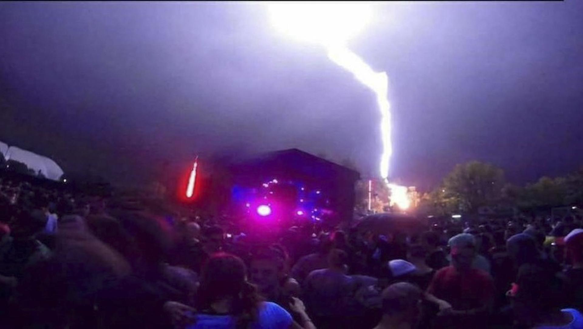 Durante la madrugada un rayo cayó en el medio de la fiesta Buenos Aires Trance