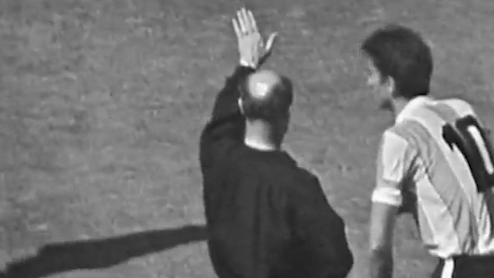 El momento en el que el árbitro Kreitlein le muestra la salida Rattín… Sin tarjeta