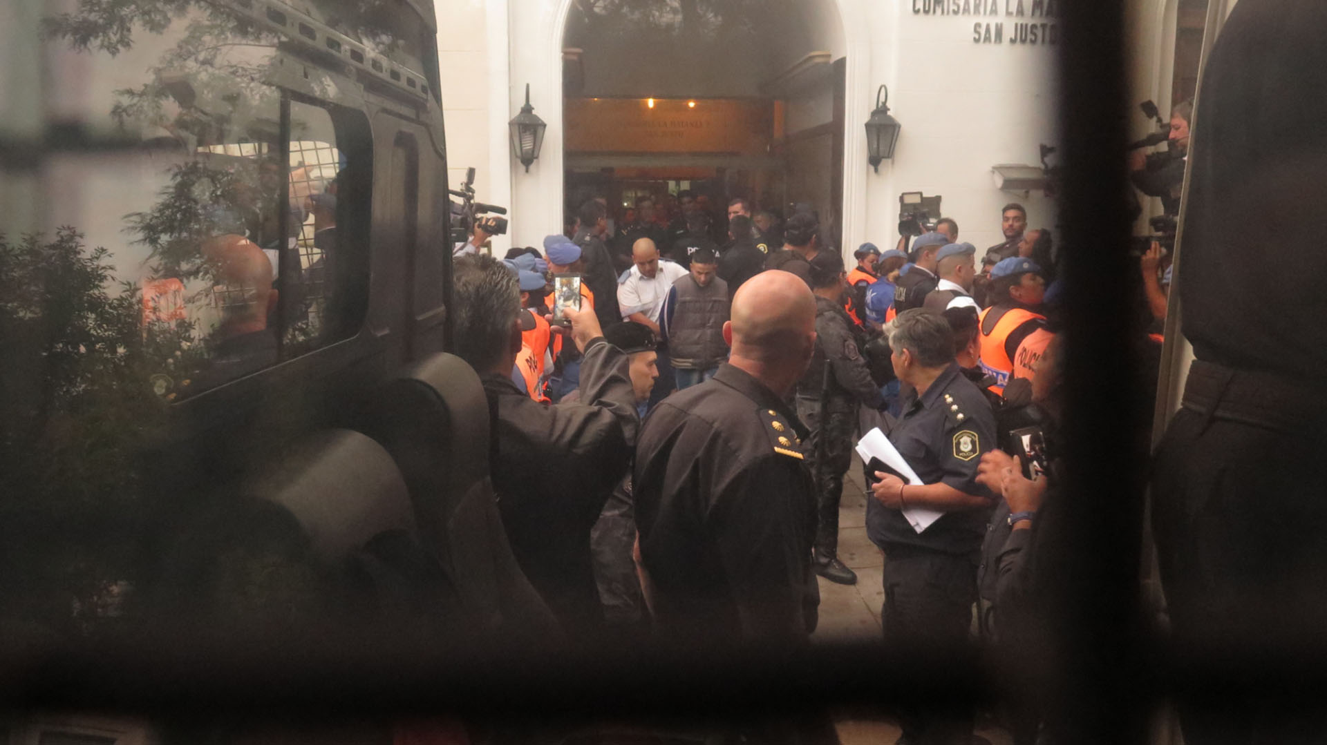Durante la tarde de ayer lunes 19 de los detenidos en San Justo fueron trasladados a General Alvear y Marcos Paz