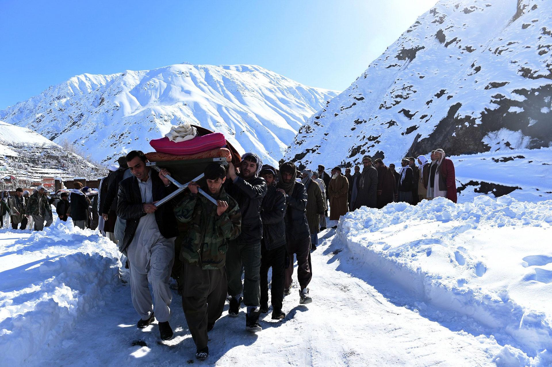 El funeral para la víctima de una avalancha ocurrida en 2015 en la provincia norteña de Panjshir (AFP)