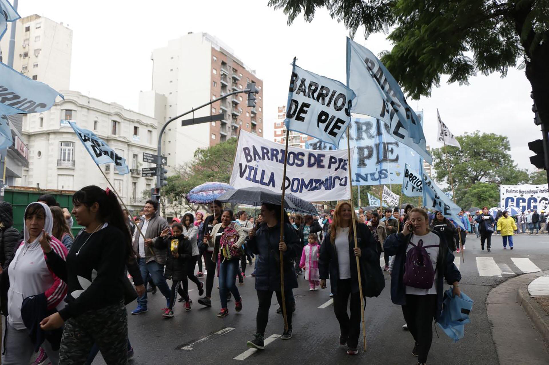 Los movimientos marcharon por la avenida 9 de Julio