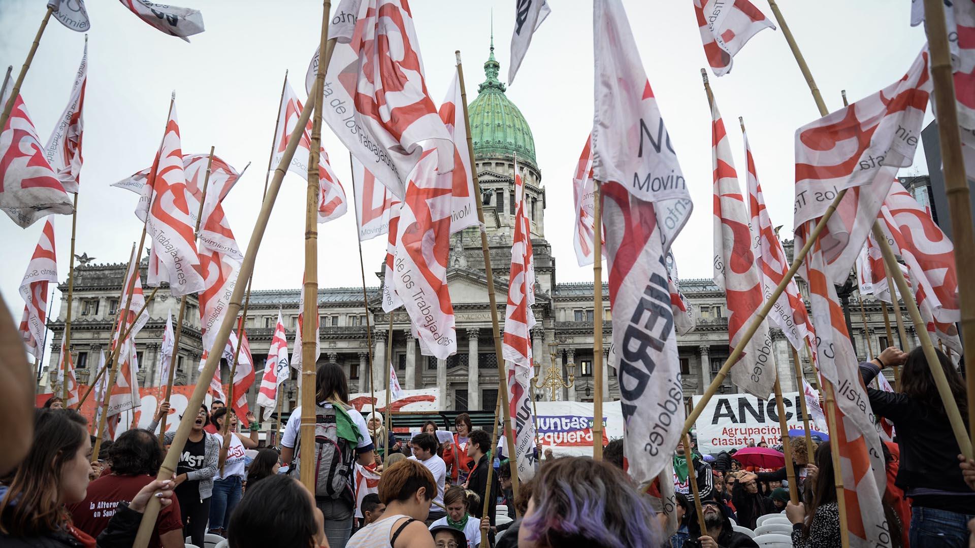 Un sector de la Izquierda se reunió frente al Congreso