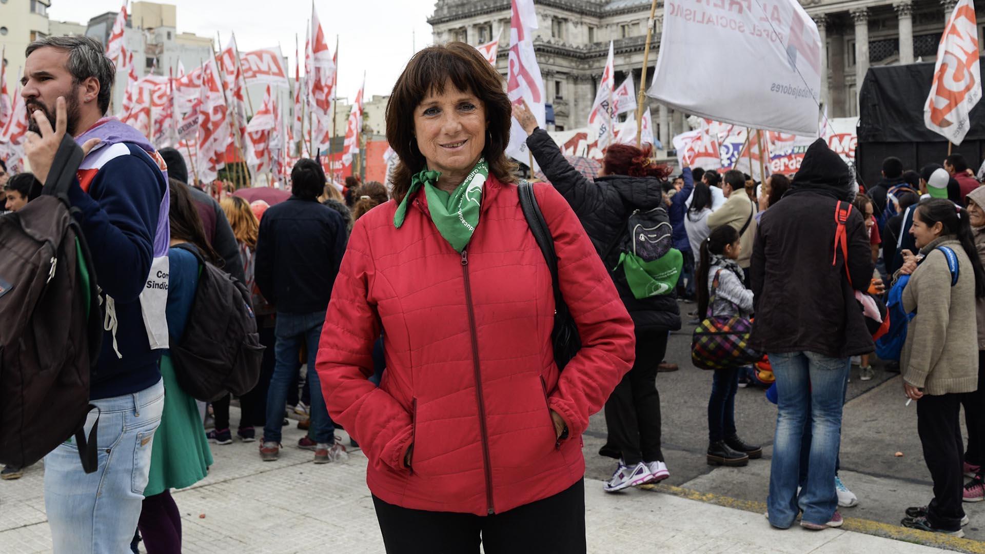 La ex legisladora Vilma Ripoll durante la marcha en el Congreso