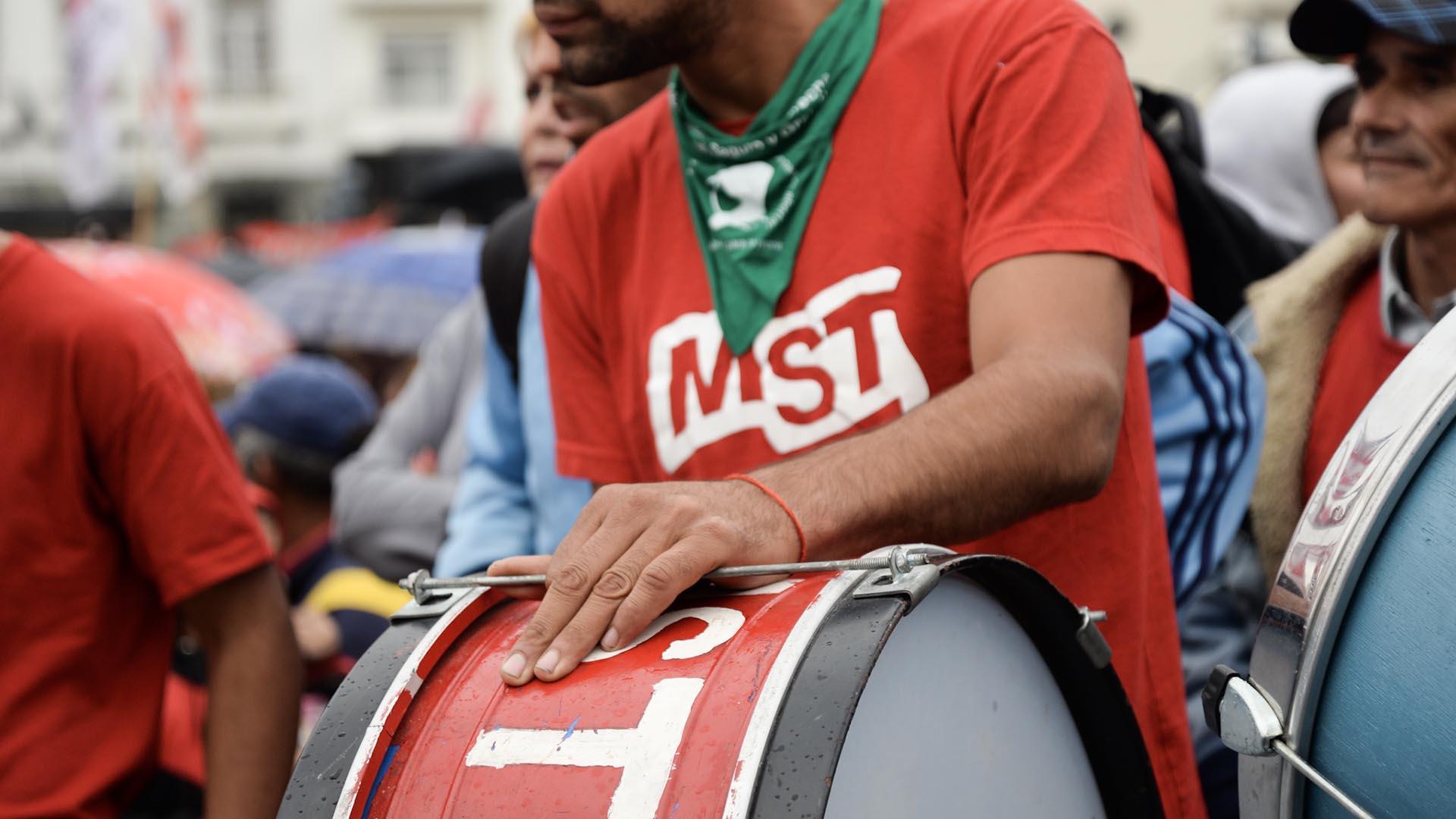 Los militantes del MST se manifestaron contra el proyecto de reforma laboral del oficialismo